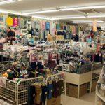 肌着や靴下など生活衣料・雑貨も充実在庫。
